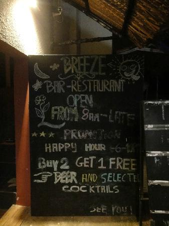 Breeze Restaurant & Bar: 店门口