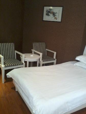 Jiutian Holiday Hotel Tongxiang: 宽敞的房间