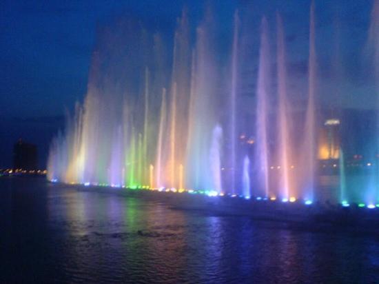 Beihai Music Fountain: 美吧。