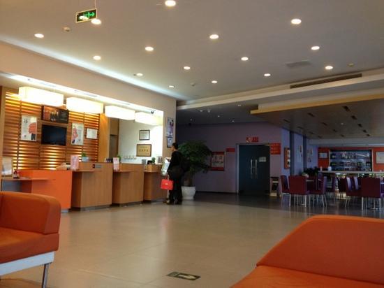 Ibis Beijing Capital Airport: lobby
