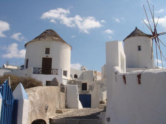 Marizan Caves & Villas: 酒店上面美丽的风车
