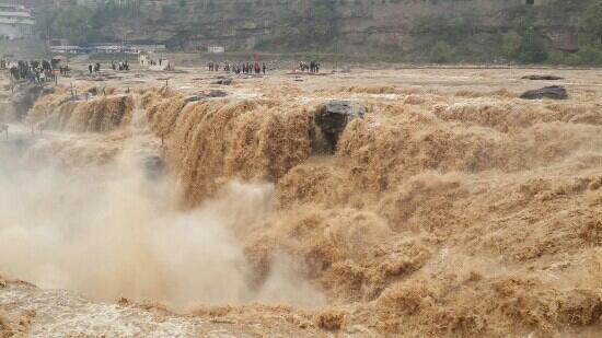 Hukou Waterfall: 黄河之壮,人类之小。