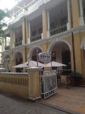 Al Travos Hotel : 酒店正门
