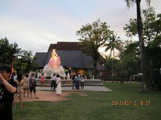 Simon Star Show Phuket : 剧场外