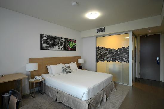 Fraser Place Melbourne: 客房大床