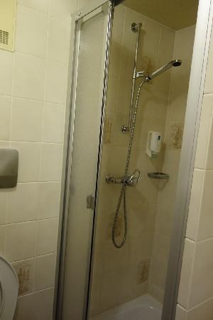 City Hotel: 酒店客房卫生间2