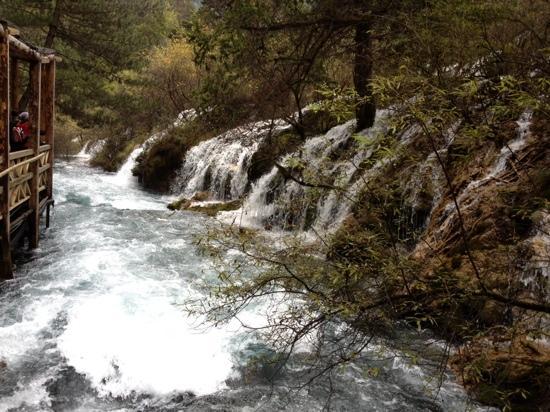 Nuorilang Waterfall: 侧面