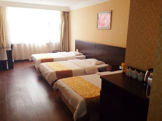 Aizunke Holiday Garden Hotel Jiaozhou: 家庭房(三人间)