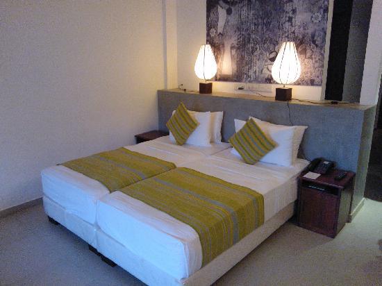 Hotel Thilanka: 酒店的客房内部