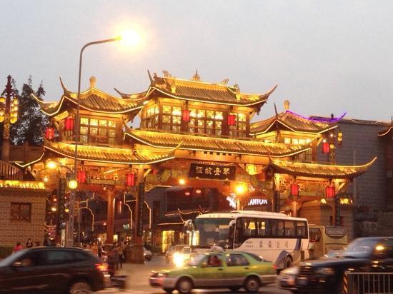 Qintai Road: 琴台路