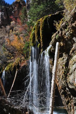 Hanging Lake: 垂下湖瀑布