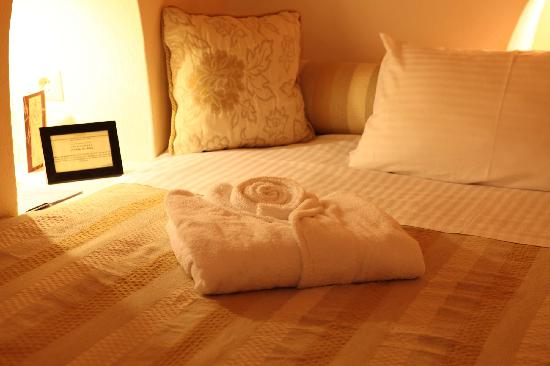 Nefeles Suites Hotel : soft bed