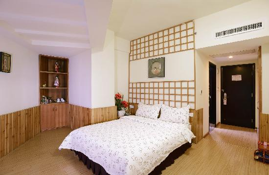 Hejing Hotel: 日式房