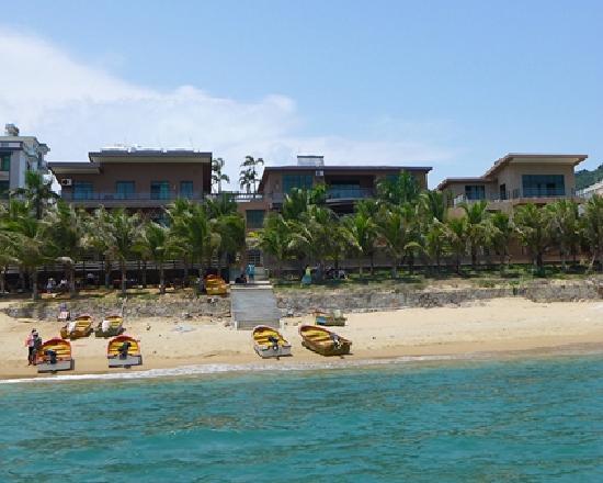 See Sea Inn Sanya Tianya Town: 从沙滩上拍的客栈全景