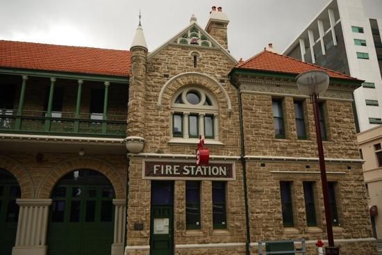 Old Fire Station Backpackers Fremantle : f