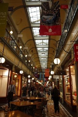 Rundle Mall : r