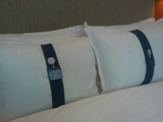 Holiday Inn Express Chongqing Jinxiucheng: 配备了四个枕头