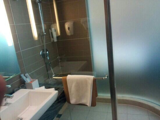 Holiday Inn Express City Centre Dalian: 浴室