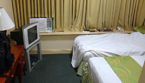 Manila Airport Hotel : 窗式空调很吵