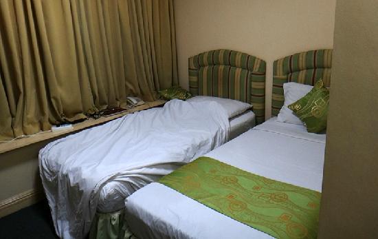 Manila Airport Hotel : 超挤的房间床位