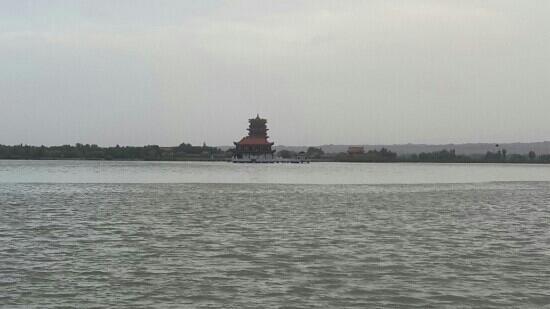 Dahu Bay Scenic Resort of Gaotai: 大湖湾风景区崇文楼