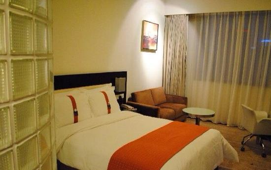 Holiday Inn Express Chengdu Gulou : 大床房