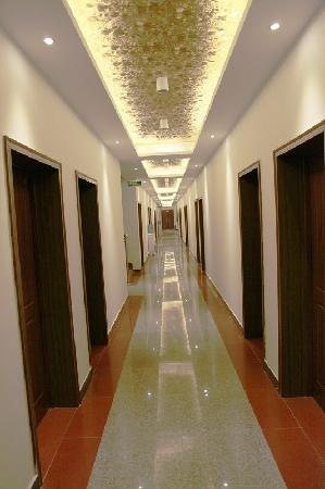 Qianshuiwan Hongxiang Hotel: 走廊