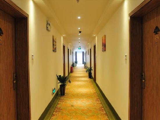 GreenTree Inn Jiujiang Xunyang Road Apartment Hotel: 走廊