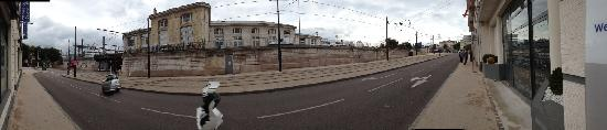Kyriad Dijon - Gare: 门口的轨道