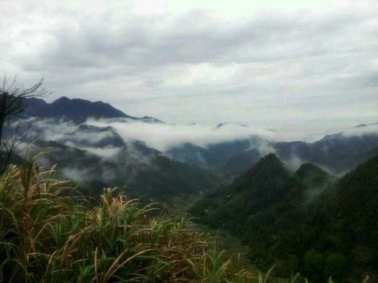 Xiuyan County, Китай: 雨后清凉山