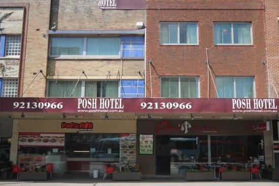 Posh Hotel: p