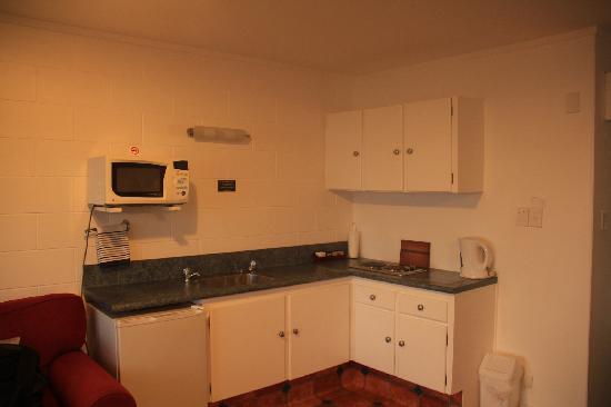 Harbour View Motel: 客厅的开放式厨房