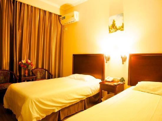 GreenTree Inn Yantai Xingfu Middle Road Zhenhua Express Hotel: 客房