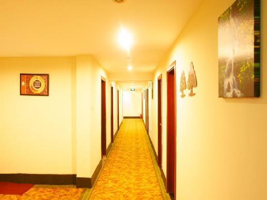GreenTree Inn Yantai Xingfu Middle Road Zhenhua Express Hotel: 走廊