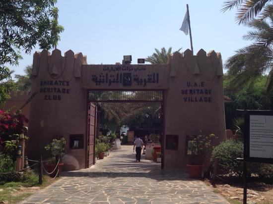 Heritage Village: 里面旅游团很多