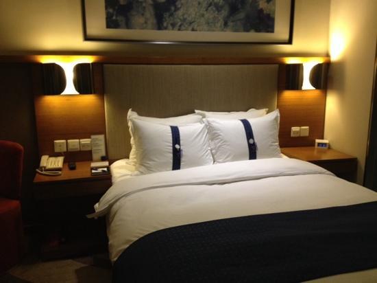 Holiday Inn Express Chongqing Jinxiucheng: 贴心的枕头,标注了硬或软