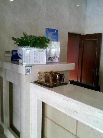 Shihua Hotel: 总台一角