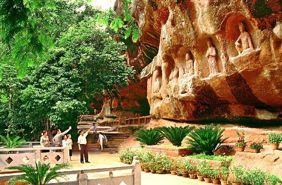Tongtian Cave Scenic Resort : CUI WEI YAN