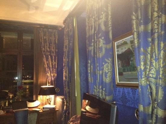 Grand Hotel Les Trois Rois: 房间