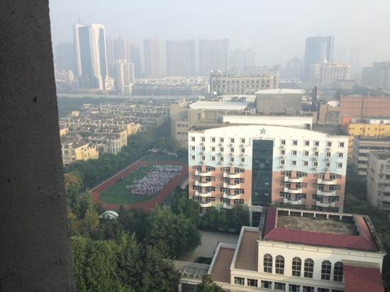 Ibis Hotel Chengdu Kehua : 早上可以看见校园,看见希望