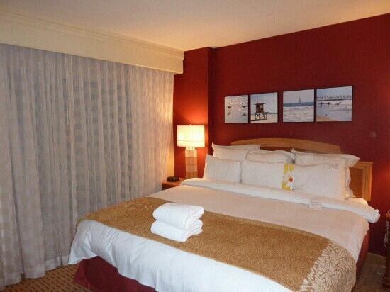 Anaheim Marriott Suites: room