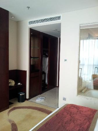 Beijing Regal Hotel Building A: 衣柜