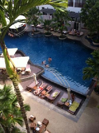 Deevana Plaza Phuket Patong: 很赞的泳池,这个酒店亚洲人不多