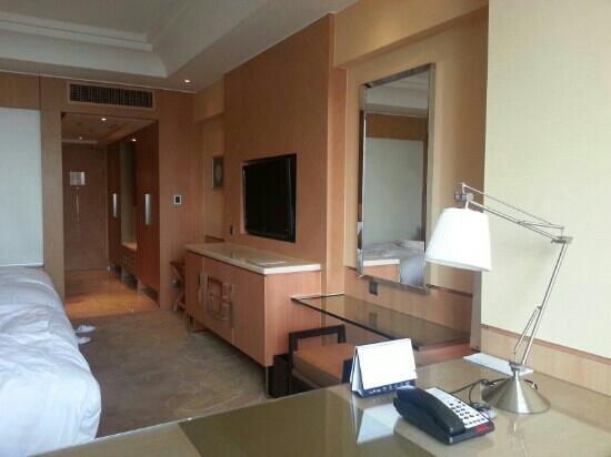Guangzhou Marriott Hotel Tianhe: 双人间,房大床大