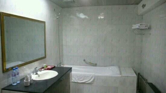 Qamdo Hotel: 昌都饭店浴室