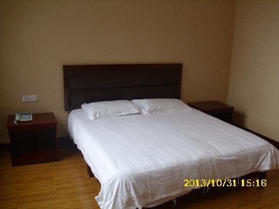 Holiday Hotel : 大床房