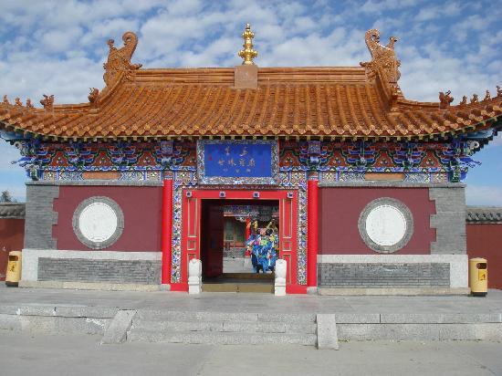Xinba'erhuzuo Qi, China: miaomen