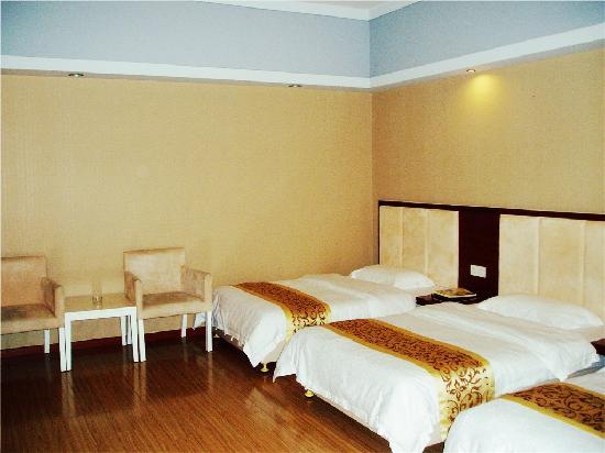 Junyue Hotel: 三人房