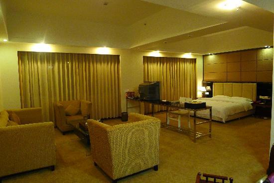 Junyue Hotel: 套房