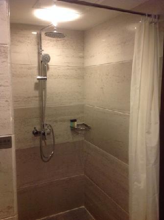 Shilin Yinruilin International Hotel: 卫生间淋浴